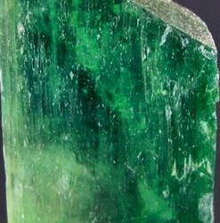 Kunzit Verde - Spodumen Verde - Green Kunzite - Hiddenite
