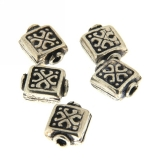 Margele din metal placat patrat 9 x 9 mm, relief celtic - 8 Buc